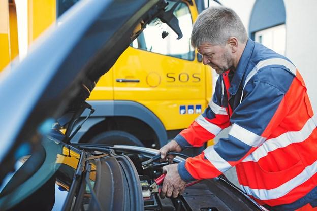 Sommerens hedebølge i to måneder, betød at ti procent flere biler måtte have starthjælp.