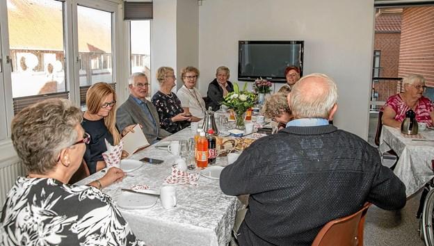 Familiemedlemmer besøgte 100 års-fødselaren på skift gennem hele dagen. Foto: Mogens Lynge