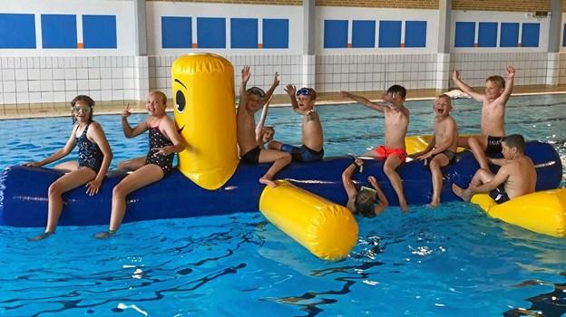 En tur i svømmehallen var et herligt pusterum i ugens fodboldtræning. Foto: FIF