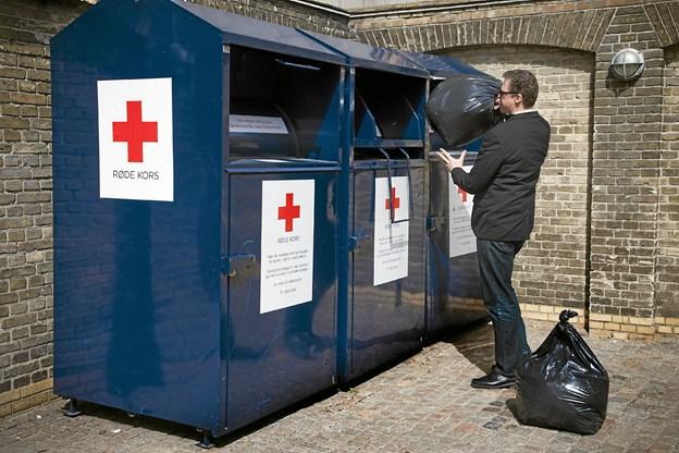 Man kan naturligvis aflevere sit brugte tøj til Røde Kors hele året rundt, men Smid Tøjet-kampagnen er en god anledning til at få ryddet godt op i klædeskabet og samtidig støtte en god sag. Foto: Presse