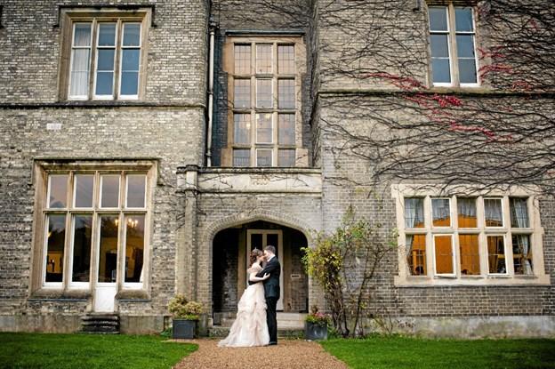 Ved en af indgangene til Shendish manor hvor festen blev afholdt. Foto: Angela Geldenhuys Ole Iversen