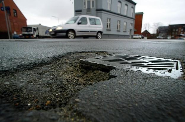 Det er blevet nemmere at tippe kommunen om eksempelvis huller i vejene. Arkivfoto