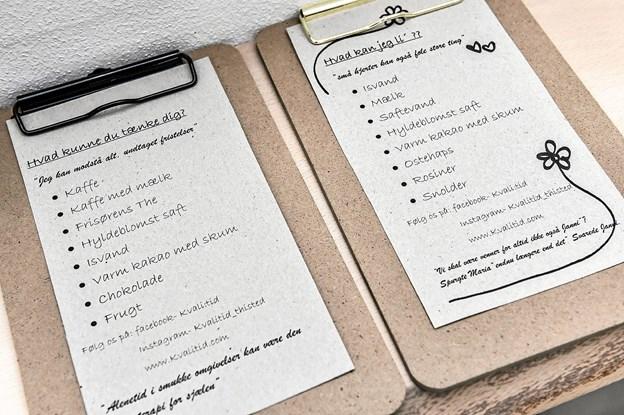 """Salon med """"menu-kort"""" som kunderne frit kan bestille fra. Alt er inkluderet i prisen. Foto: Ole Iversen"""