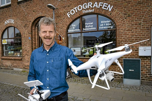 Fotografen Jens Kristian Vangsgaard er gået i luften med proff-fotos og 4K videoer fra sin drone. Foto: Ole Iversen