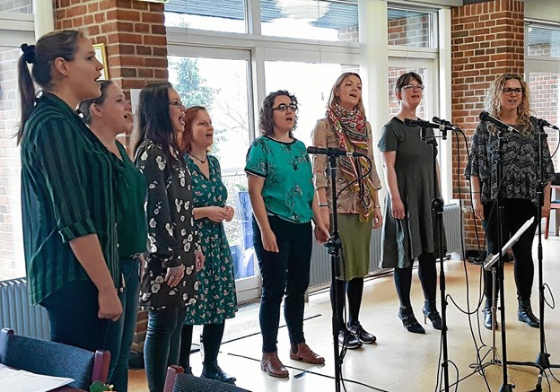 Gruppen Rhythm and Joy fra Aarhus besøgte Dragsbækcentret for 70 tilhørere. Privatfoto
