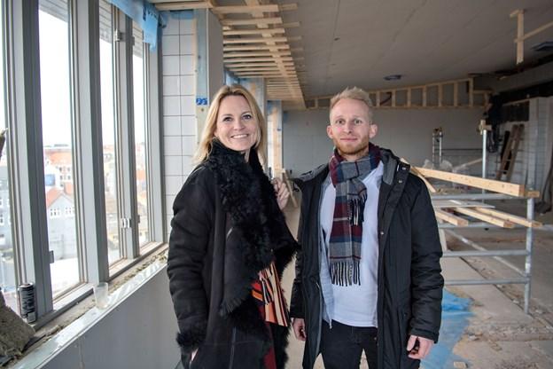Hoteldirektør Camilla Frost her sammen med Dennis Sommer ved byggeriets start - nu er de ved at være i mål. Arkivfoto: Kim Dahl Hansen