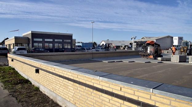 Sidste hånd er ved at blive lagt på udvidelsen ud mod Ålborgvej.Foto: Kurt Bering
