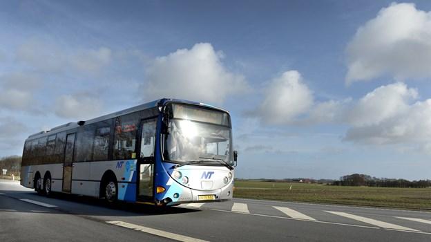 Når busser kører på biogas, udledes der slet ikke CO2. Med det kommende udbud, som omfatter 18 busser, hvor af 13 overgår til biogas, spares miljøet derfor for en udledning på ca. 750 tons CO2 om året sammenlignet med fortsat brug af diesel. Arkivfoto: Bente Poder