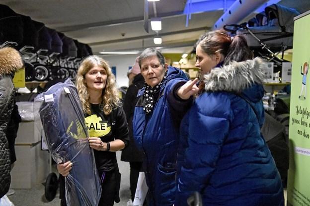 Stense Malle og hendes 11 ansatte og hjælpere fik hurtigt meget travlt med at hjælpe kunderne. Foto: Ole Iversen Ole Iversen