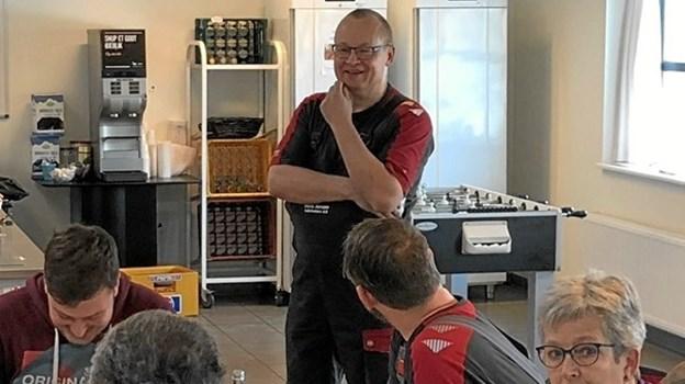 35 års-jubilaren Kim Mønster Pedersen holder sin tale. ?Foto: Privat.