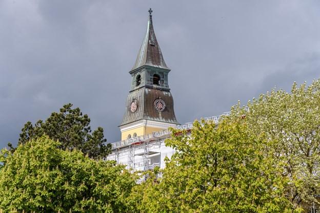 Taget blev senest skiftet ud i forbindelse med udbygningen og renoveringen af kirken i 1809 til 1810. Men der findes også rester af det oprindelige tag fra 1841. Peter Broen