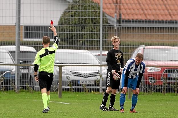 Ulsteds målmand, Frederik Rasmussen fik sidst i 1. halvleg direkte rødt kort. Foto: Allan Mortensen