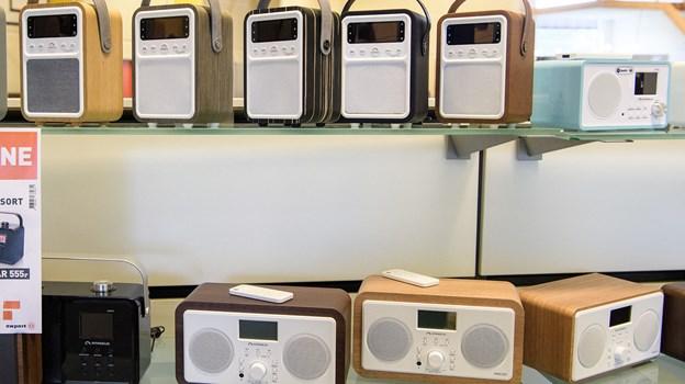 Store og små radioer kan købes.