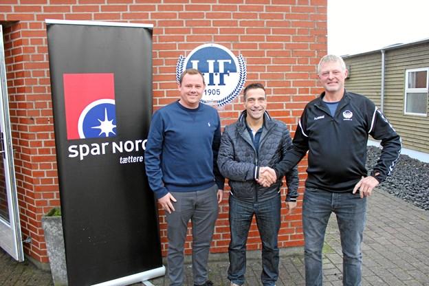Løgstør IFs nye førsteholdstræner, 54-årige Kim Christensen, flankeret af sportschef Keld Kronborg (tv) og spiller og bestyrelsesmedlem Jesper Frederiksen (th). Privatfoto