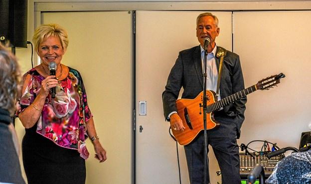 Dejlig underholdning med musik mest fra dengang og sange, der kunne synges med på. Foto: Mogens Lynge
