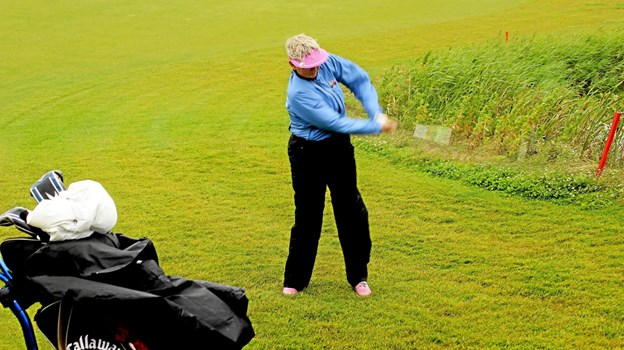 Så fik bolden en ordentlig en at komme afsted på. Foto: Hans B. Henriksen