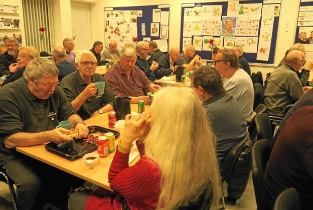 En dejlig klubaften med personer med samme interesse, det går man aldrig fejl af. Foto: Privat.