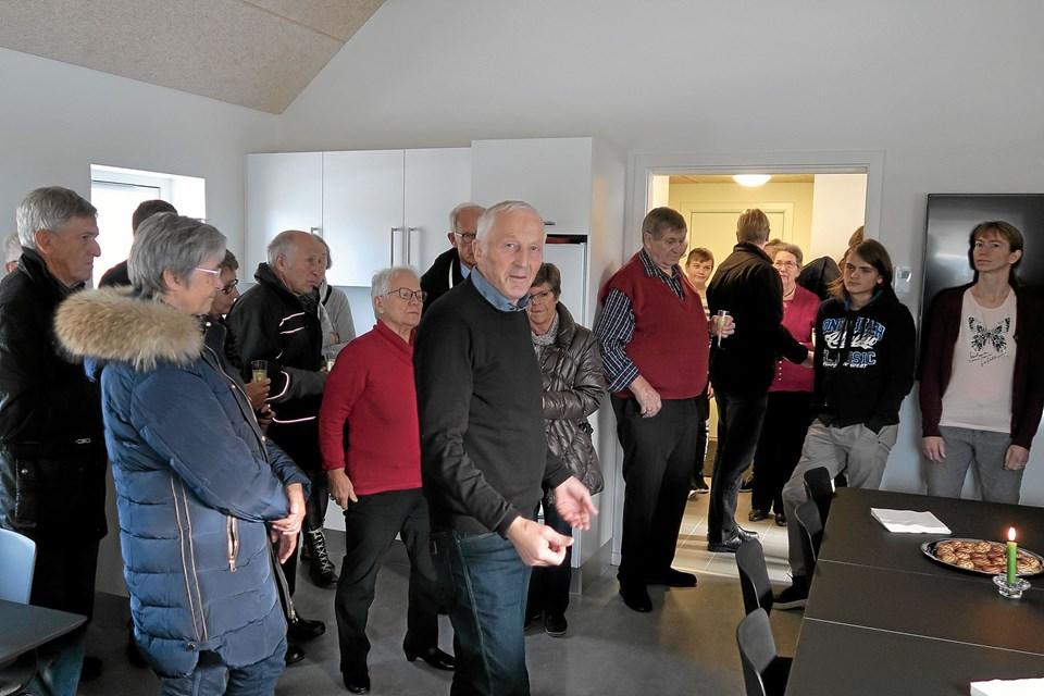Formanden for Menighedsrådet Niels Munkbak Andersen benyttede lejligheden til at takke alle, der havde været medvirkende til realiseringen af det nye hus. Foto: Niels Helver