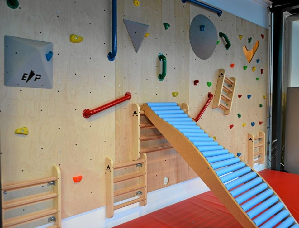 Sådan ser den ud... den nye klatre- og motorikvæg. Foto: Jesper Bøss Jesper Bøss