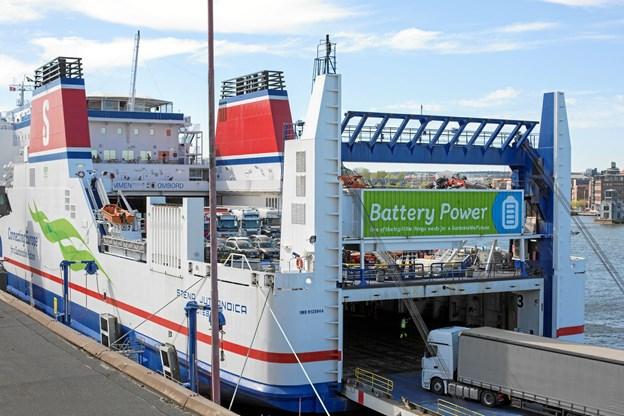 Færgen Stena Jutlandicas første måned som hybridfærge er gået over al forventning.