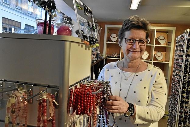 Nina Røntved Krog er glad for at hun valgte at flytte den stadigt voksende smykke- og specialforretning til Thisted. Foto: Ole Iversen Ole Iversen