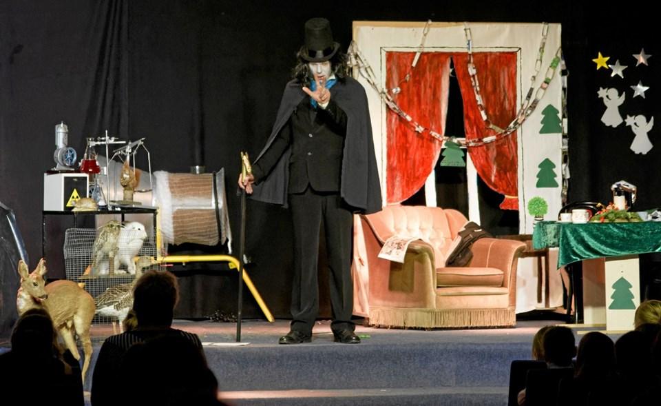 Den onde doktor Schwartz proklamerer, at han vil afskaffe julen, og til det skal han bruge tre ting. En hær af rotter, en fløjte og et stærkt symbol på julen. Foto: Niels Helver