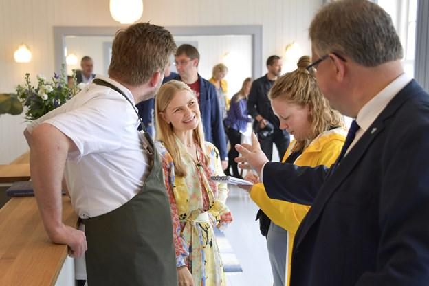 Louise og Kenneth Toft-Hansen tog imod gæsterne, som blandt andet talte borgmester Mogens Gade. Foto: Michael Koch