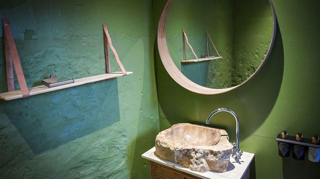 Badeværelserne er også lavet i en stil fyldt med naturlige vibes. Foto: Kim Dahl