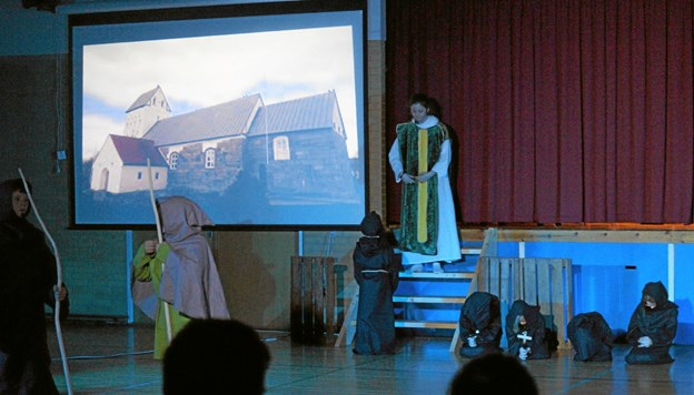 Flot forestilling af eleverne på Overlade Froskole til skolefesten. Foto: Mogens Lynge Mogens Lynge