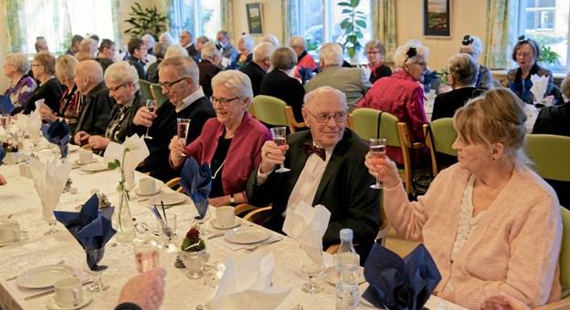 Der var fuldt hus til Solgårdens nytårsfest i Aktivhuset, hvor 70 medlemmer deltog i den traditionsrige nytårskur og ønskede hinanden godt nytår. Foto: Niels Helver Niels Helver