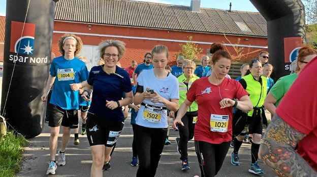 Starten er gået til Landsbyløbet 2018 i Aalbæk. I 2019 er både start og mål i Aalbæk. Foto: Tina Himmelstrup Tina Himmelstrup
