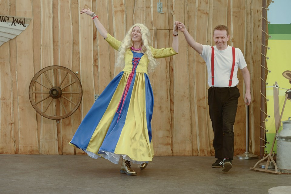 Sidste års karnevalsprins, Michael Bach, præsenterede den nye karnevalsprinsesse for de særligt inviterede børn og voksne.