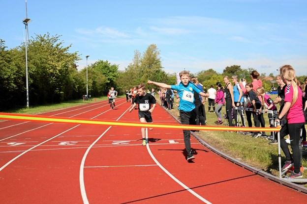 I 4. klassernes konkurrence blev vinderen i 300 meter løb Pelle og Mikkel kom på en flot 2. plads. Foto: Tommy Thomsen Tommy Thomsen