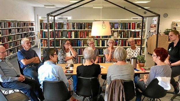 Mange var mødt frem, da årets læseklubber blev introduceret på biblioteket i Farsø. Privatfoto