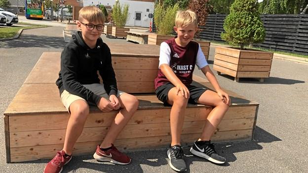 Vennerne Mathias Bull Johnsen og Christian Højer Marklund er begge fra Nørhalne - og nogle af læserne vil måske genkende deres lokale avisbud.