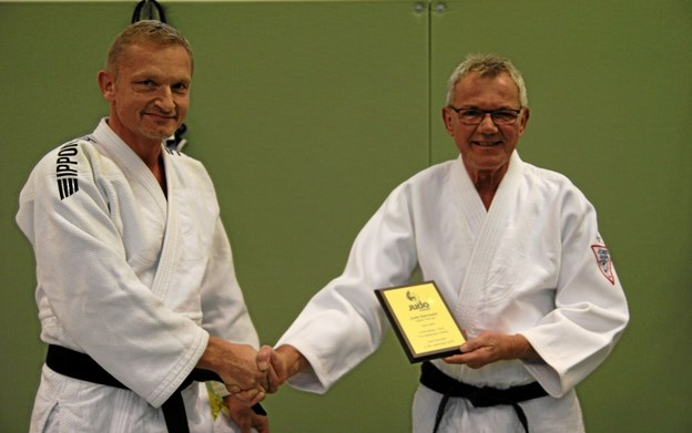 Judo Danmark tildelte Arne Nøhr fortjensttegn i Guld for en særlig god indsats. Foto: Flemming Dahl Jensen Flemming Dahl Jensen