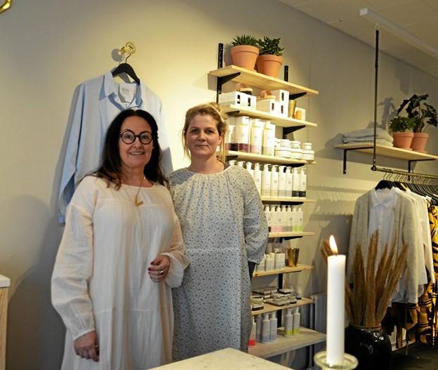 Bag Maggies Gemakker står Vita Hemdrup og Anne Bach Larsen. Foto: Jesper Bøss