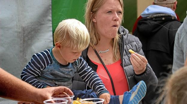 Godt man lige kan deles om lækkerierne. Foto: Hans B. Henriksen Hans B. Henriksen