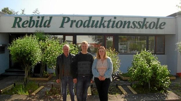 Rasmus Emil Larsen i midten - omgivet af Karl og Christina Hedeman. Foto: Privat