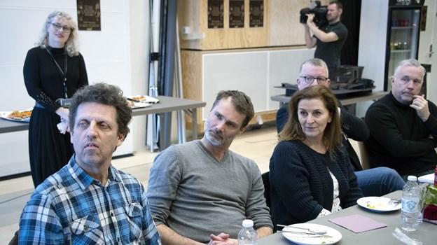 Hele holdet mødtes mandag i Vendsyssel Teaters prøvesal, hvor instruktør Kaspar Rostrup fortalte om sin vision for Et Dukkehjem. Foto: Kurt Bering