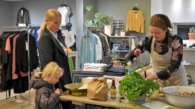 Hos Monrad blev der serveret lækkerier lavet af Rita fra Becheriet. Foto: Jesper Bøss