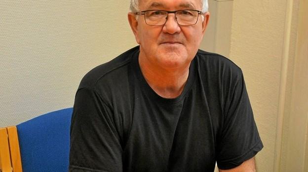 Svend Olesen er glad for sit nye arbejdssted, og han har ingen planer om at stoppe på arbejdsmarkedet, selvom han har alderen til det: - Jeg glæder mig hver dag, når jeg går på arbejde, siger han. Foto: Ole Torp