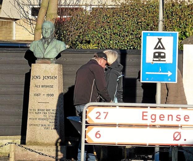 Solen skinnede, da Jens Jensen kom på plads, hvorfra han skuer mod vest. ?Foto: Ejlif Rasmussen Ejlif Rasmussen