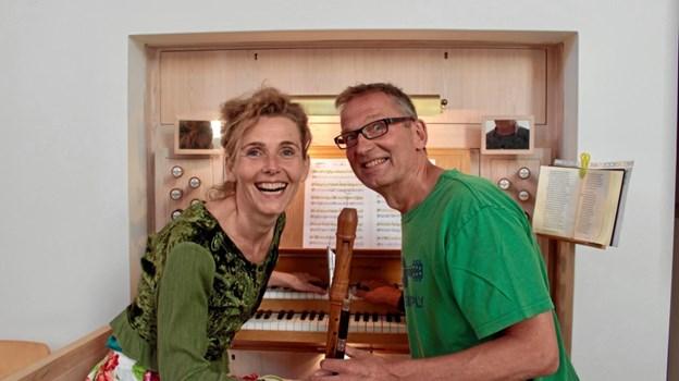 """Duoen """"Green Pipes"""" lover vild og utæmmelig musik i Lerup Kirke. Privatfoto"""
