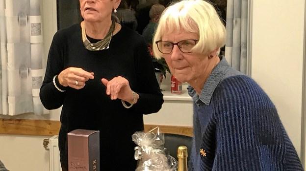 Birthe Ottesen & Anni Holmskov med flotte præmier for en 1. plads i D-rækken. Foto: Kasper Mølbæk