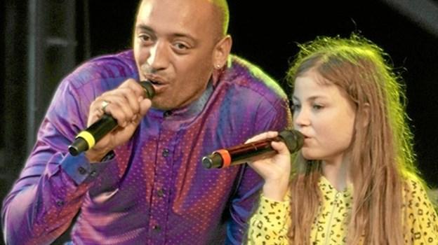Camille her sammen med coach Wafande på Knivholt - måske vinder hun finalen i Voice Junior. Foto: Peter Jørgensen Peter Jørgensen