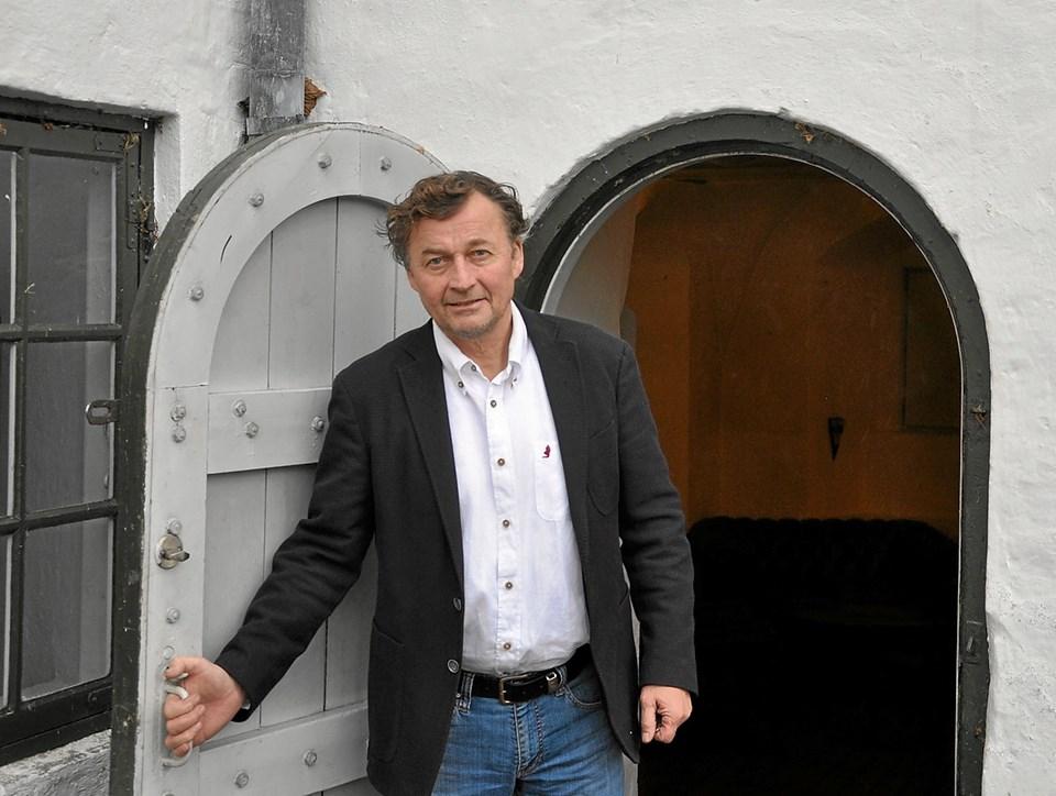 Der findes mange små og store finurligheder rundt omkring på slottet. Hvem kendte f.eks. denne lille dør, som fører ind til jagt-?stuen, som er det nederste rum i det nordlige tårn på vestfløjen. Foto: Ole Torp