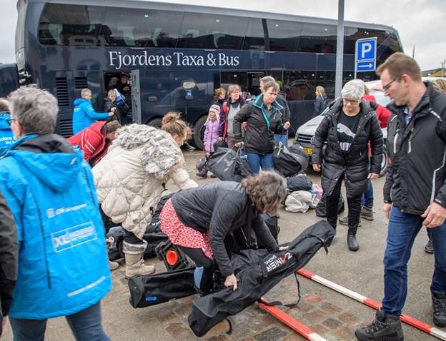 Hobro Skiklubs medlemmer, her ved udrejsen, fik en alvorlig forskrækkelse, da skihotellet i Østrig blev ramt af en lavine. Arkivfoto