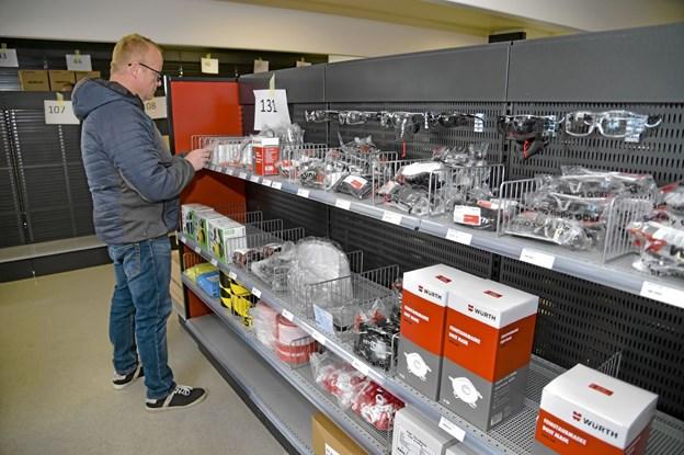 Mellem 4000 og 4500 varer skal sættes på de mange hylder i den 394 kvadratmeter store butik. Foto: Ole Iversen Ole Iversen