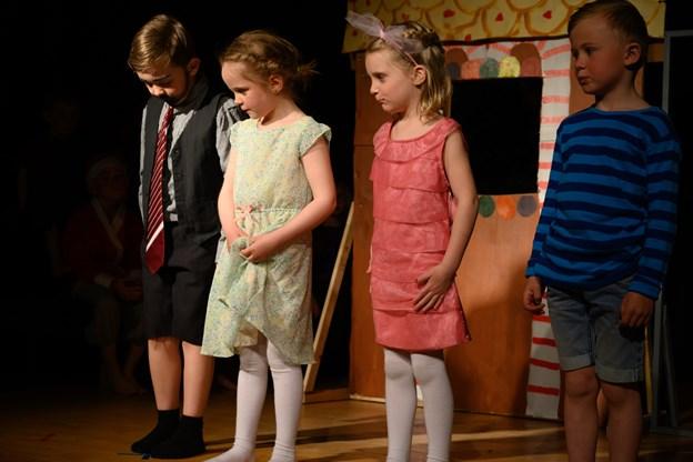 Børnene er kun fem-seks år, men alligevel kunne de optræde i teaterstykket. Foto: Kurt Bering